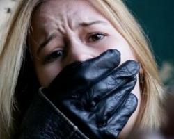 В Николаеве средь бела дня девушку силой затащили в машину: за похитителем устроили погоню со стрельбой